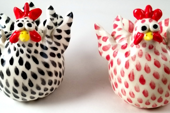 Chicken Salt and Pepper Shakers Black and Red